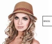 2339 - Chapéu aba curta marrom com corrente e fita vermelha